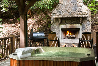 A romantic getaway cabin with hot tub and luxurious amenities in ...