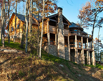 Charmant The Sanctuary Is A Mountain Top Retreat With Floor To Ceiling Windows That  Show Off Long Range Views Of The Adjacent Nantahala National Forest.