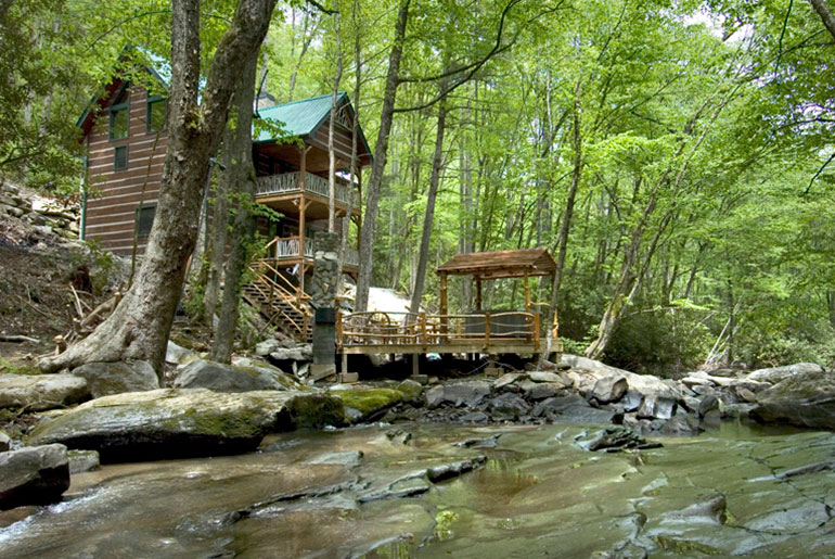 Luxury cabin rental on trout stream with three bedrooms for Table rock nc cabins